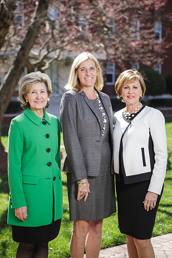 Andrea Smith, 2017 BusinessWoman of the Year, is in the middle.